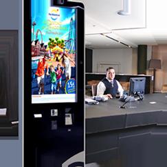 Mupi Infotactile con un diseño moderno, pantalla táctil de 32 pulgadas y un software de muy fácil uso desarrollado en diferentes idiomas